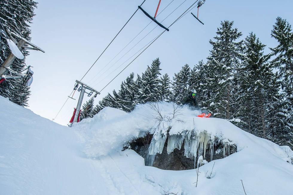 VARINGSKOLLEN: Det er en rekke gode skianlegg i Oslo og området rundt. Her tester Christopher Lange Varingskollen. Foto: Vegard Breie