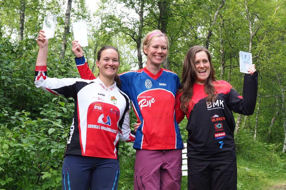Bodø Enduro kvinner elite Julia Appelkvist - Anette Røssum Bastnes - Vera Leivsdottir - Foto Frode Koppang 1400x933