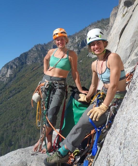 Paula Voldner (t.v) og Mari Augusta Holtlien Salvesen foreviget i Yosemite av moren til selveste Alex Honnold, som selv startet å klatre i en alder av 58. Foto: Dierdre Wolownick