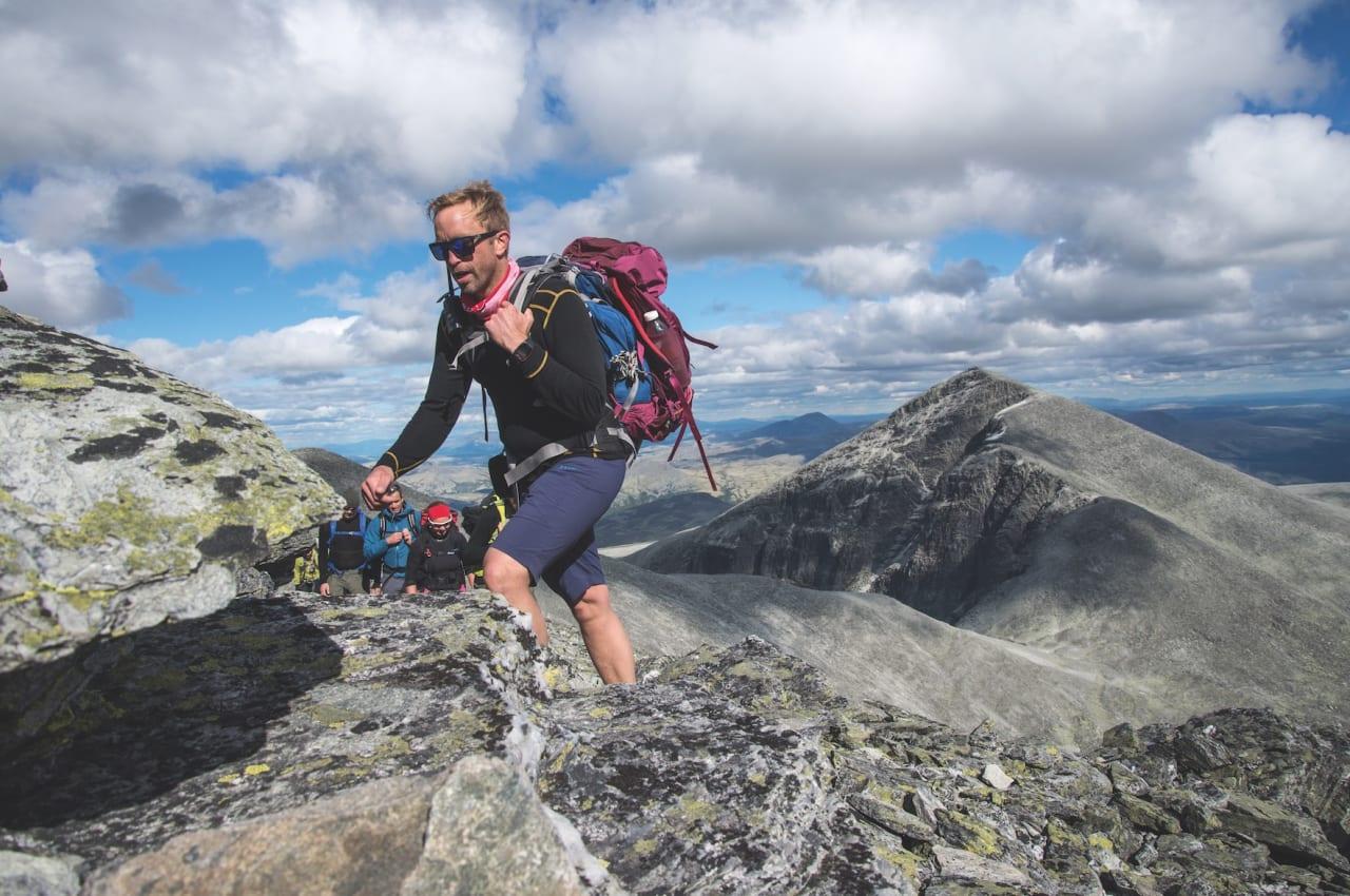 VEIVISER: Øystein Gården vet hvor han skal flytte beina. Foto: Maria Kleiven