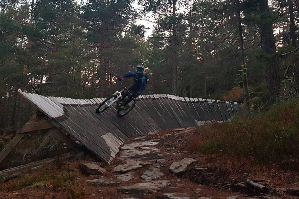 Jentekveld Kjerringåsen 2018 wall ride - Foto Hanne Holmstrøm Karlsen 1400x933