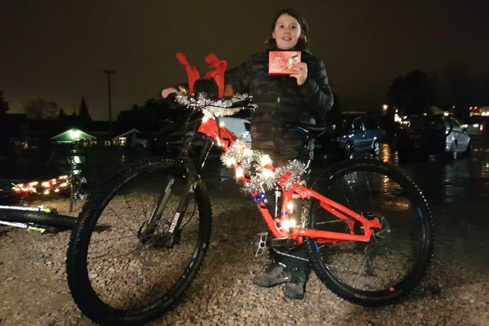 Kyrre Johannessen med sin julepimpede vinnersykkel. Foto: Rasmus Leiro