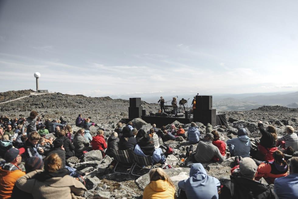 Avslutningskonserten med Valkyrien Allstars på toppen av Tronfjell ble et godt besøkt punktum for årets Livestockfestival, som samlet både musikkgjester og syklister på syklistenes arena. Foto: Marte Thoresen/Livestock