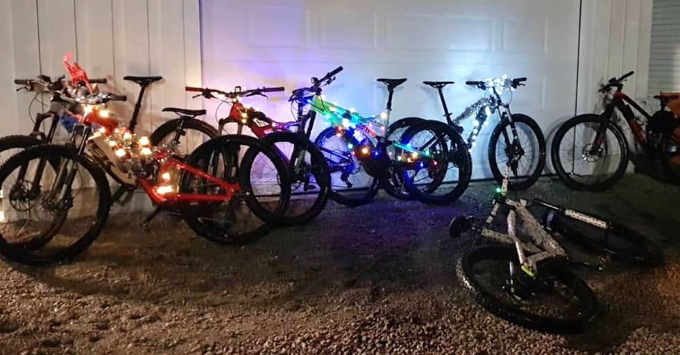 Pimpede julesykler på rekke og rad. Foto: Hanne Holmstrøm Karlsen