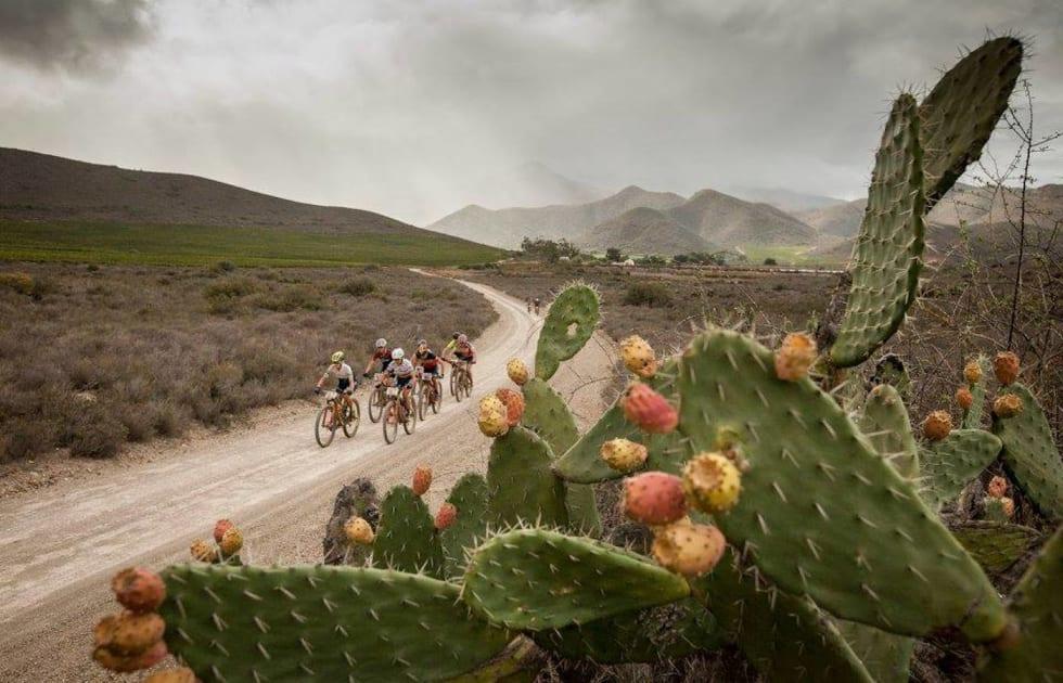 Cape Epic er kjent for både lange, støvete grusstrekninger og tekniske stipartier i løpet av de åtte etappene. Foto: Sam Clarke/Cape Epic