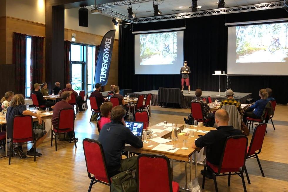 Korte presentasjoner av temaene var utgangspunkt for gruppearbeid under innendørsbolkene på fagdagen. Foto: Haaken M. Christensen