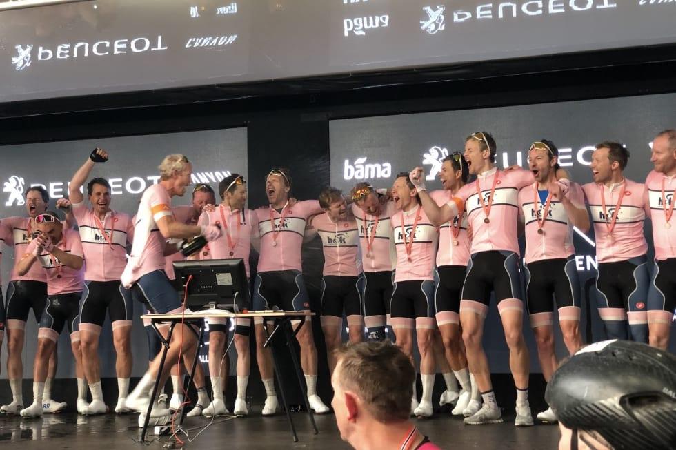 FULL JUBEL: Holmenkollen CK fikk en drømmedag på debuten fra Trondheim til Oslo. Foto: Holmenkollen CK