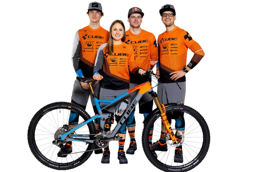 Zakarias Blom Johansen, Greg Callaghan, Gusti Wildhaber og Sofia Wiedenroth utgjør årets profflag. Foto: Cube Action Team