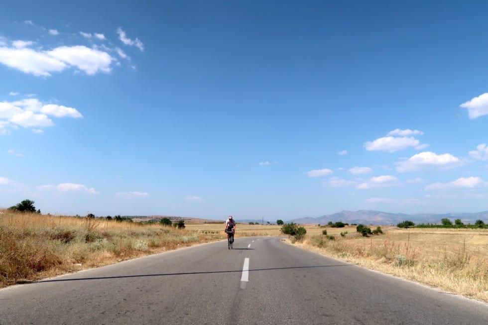 Ca 40 grader varmt i Makedonia det 12 av de 13 landene vi var gjennom - Anders Rommen Syvertsen- Foto Tandrevold 1200x800