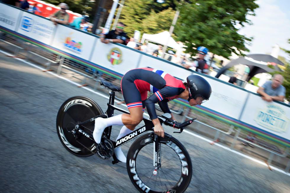 VM-KLAR: Kristin Falck har syklet VM i flere år, og er klar igjen i år. Her fra temporittet under master-VM i fjor. Foto: Jah Langeite