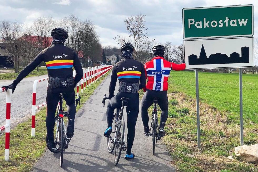 PADDEFLATT: VM-løypa i Polen var enda flatere enn forventet, sier Fiskeklev-rytteerne Martin Strand (til venstre), Stian Mjølnerød-Lie og Martin Iversby. Foto: Sondre Linstad-Hurum