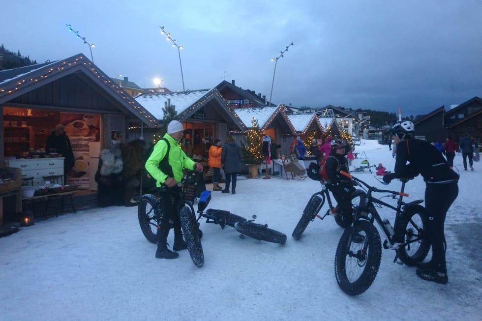 Julemarkedet på Geilo var et egnet sted for å avslutte årets Global Fatbike Day-tur. Foto: Nina Gässler