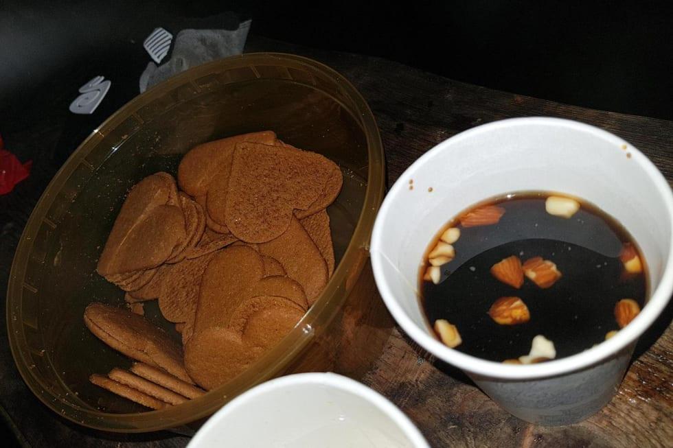 Gløgg og pepperkaker serveres underveis. Foto: Hanne Holmstrøm Karlsen