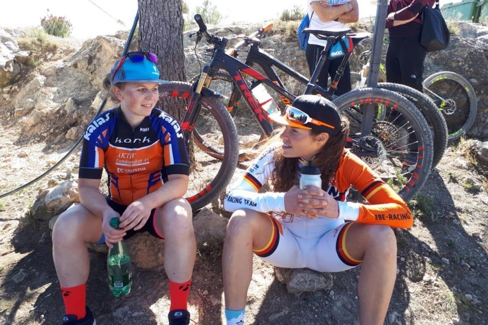 Elisabeth Sveum (til venstre) med Elisabeth Brandau, som tok tredjeplassen i Chelva. Foto: Vigdis Sveum