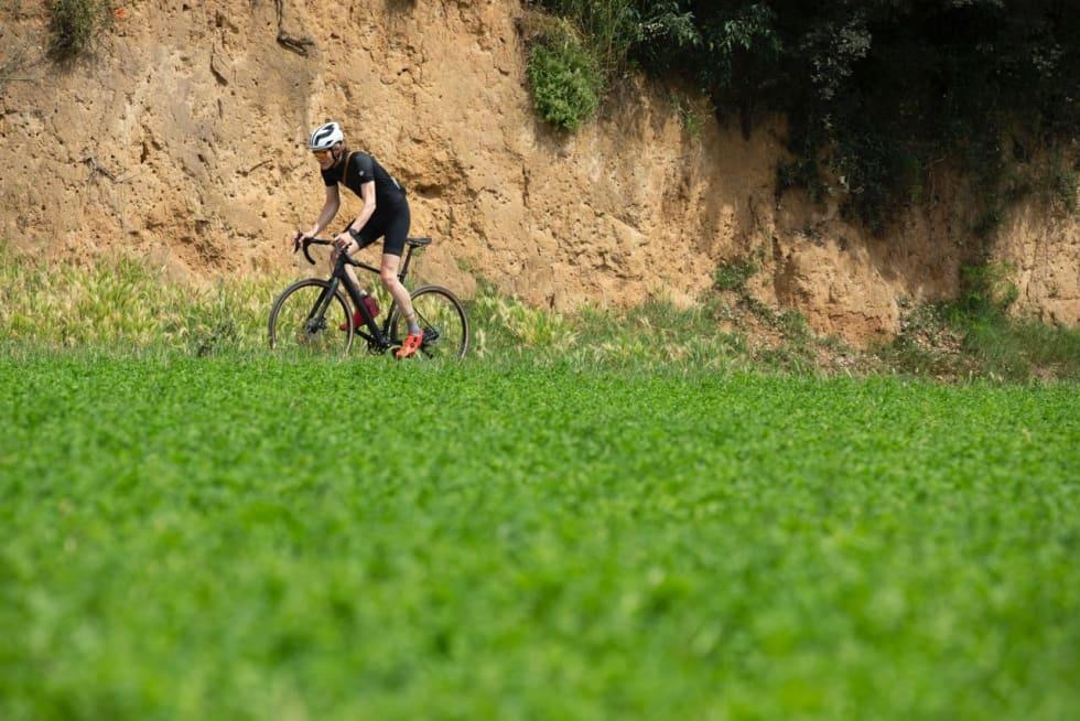 IDYLLISK RUNDE: Vi syklet i underkant av 60 km på smale stier i tillegg til grus og asfalt.