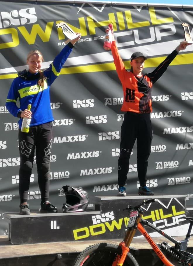 Kine Haugom (til venstre) kom på andreplass i IXS-Cupen i Tsjekkia. Foto: Stine Haugom