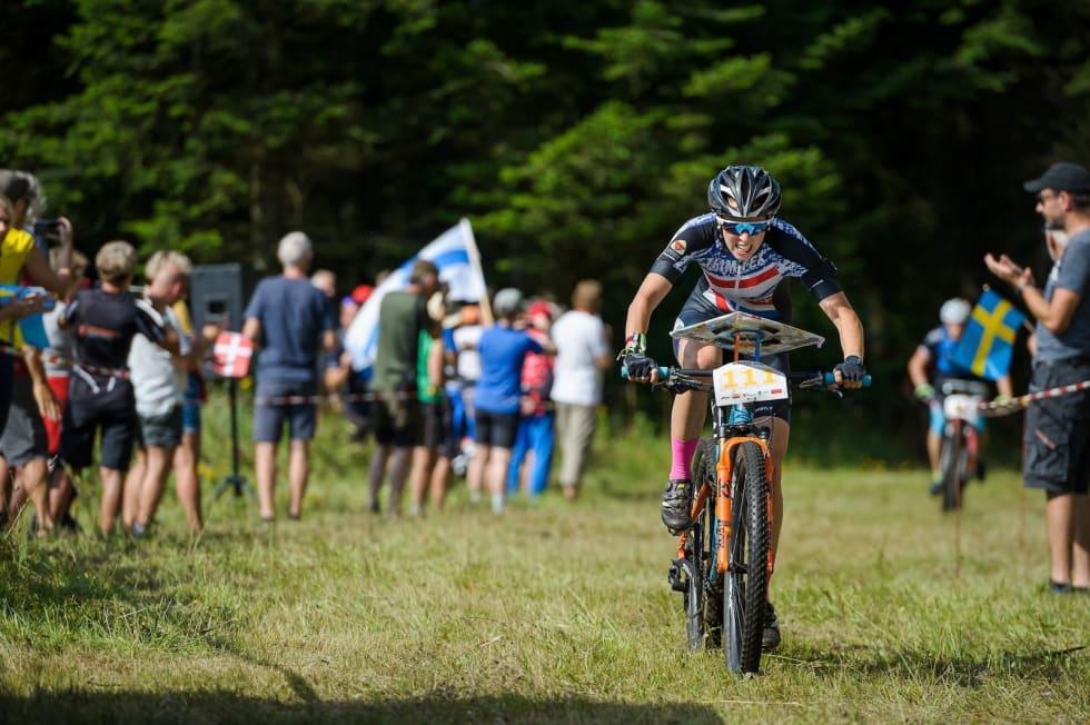 Emily Benham Kvåle underveis i VM i sykkelorientering i Danmark. Foto: Donatus Lazauskas