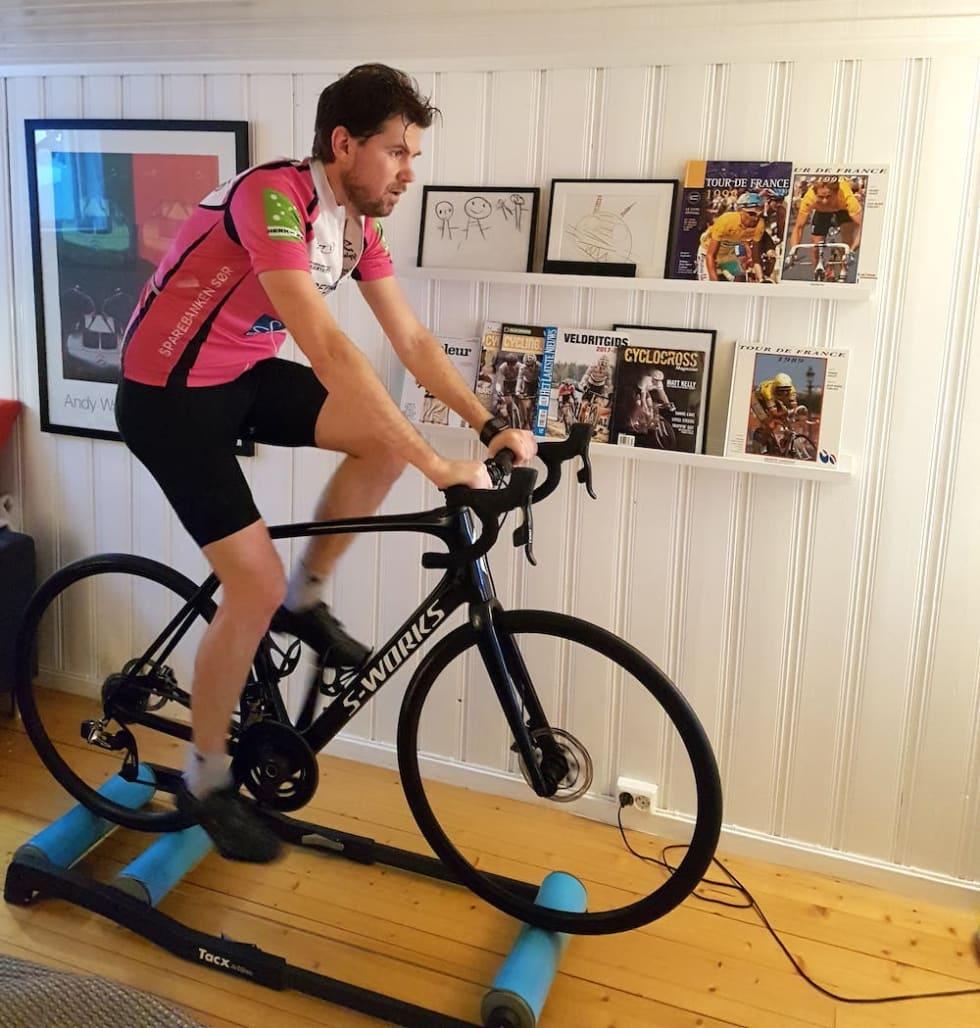 Balanserulla krever konsentrasjon og gir mer sykkelfølelse, mener Lars Kabbe, som alt er i gang med å legge grunnlaget for å forsvare NM-tittelen i kross fra 2018.