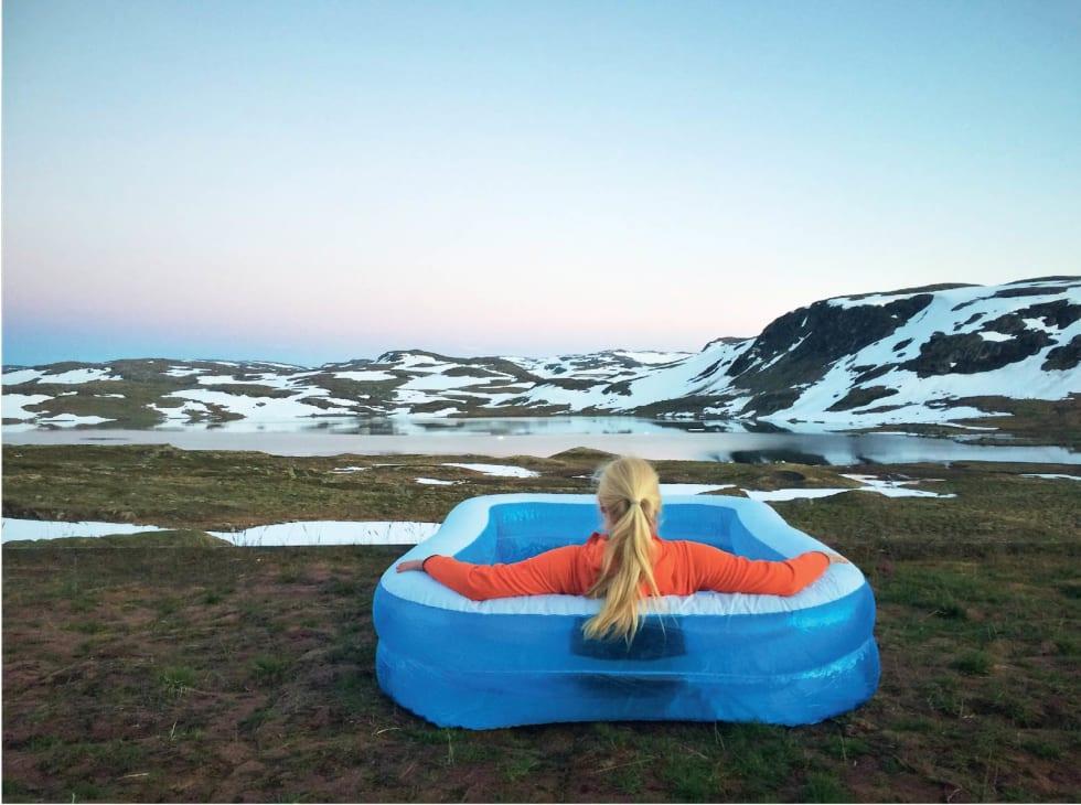 LOS PÅ LYKKA: Synnøve Medhus har sommerjobb på fjellhytta Litlos.