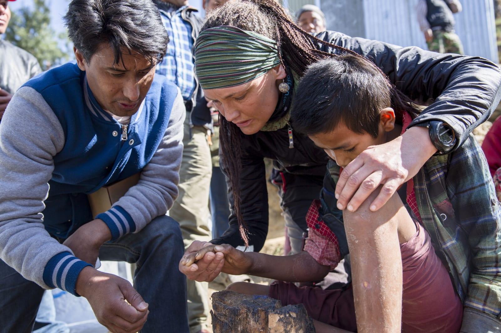 Nesten ett år etter jordkjelvet reiste Vibeke tilbake for å hjelpe. Foto: Line Hårklau