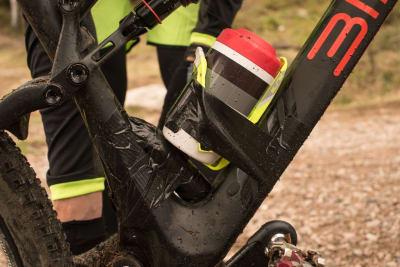 TUNGVEKTER: Med 3,5 kilo bly påmontert veide Birk Attack-sykkelen over 14 kilo. Foto: Christian Nerdrum