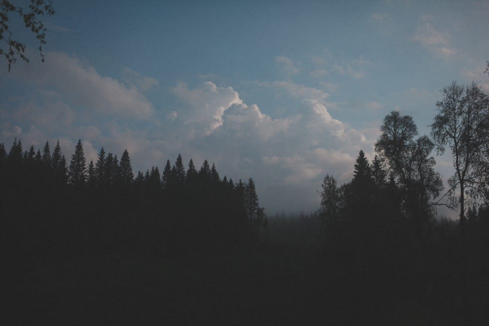 VARSEL: Typiske skyer som varsler om muligheter for torden. Foto: Kristoffer H. Kippernes