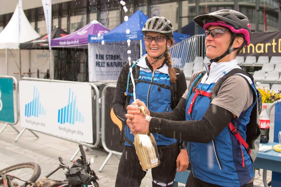 I fjor var de makkere i OF700, i år skulle de vært konkurrenter, men bare Nina Gässler (til venstre) stiller til start. Linda Treseng er skadet. Foto: Morten Broks