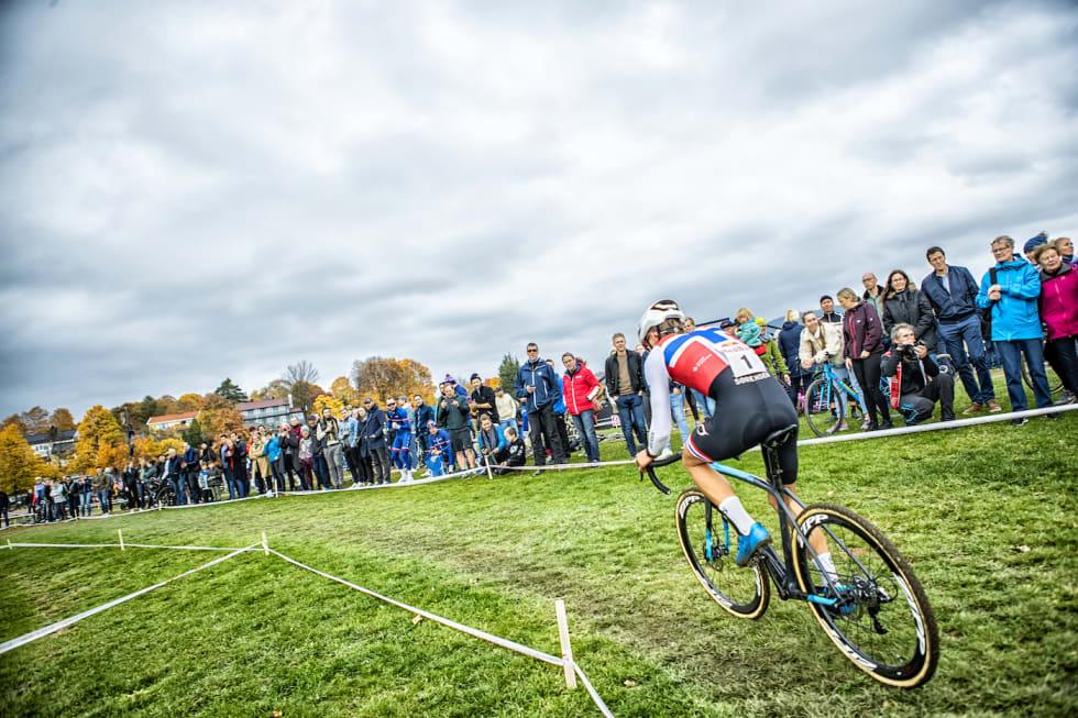 Tobias Johannessen - spectators - Superpokal Voldsløkka 2018 - Pål Westgaard 1400x933