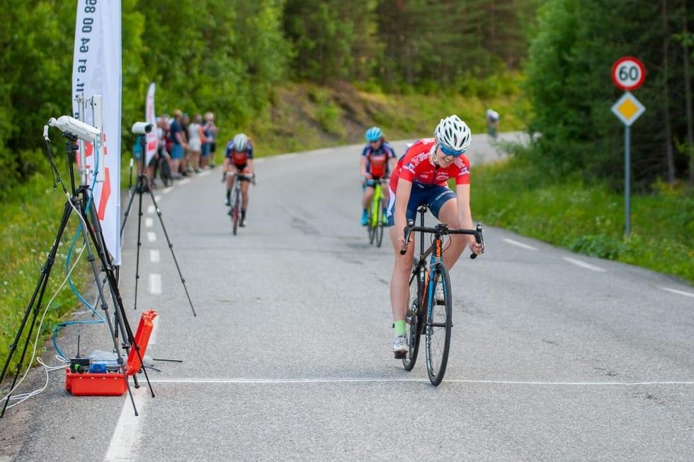 PROLOGSEIER: Mari Bergendahl vant første dag av Rojan Rundfahrt foran Elisabeth Sveum og Stine Hasund Eid. Foto: Audun Morgestad