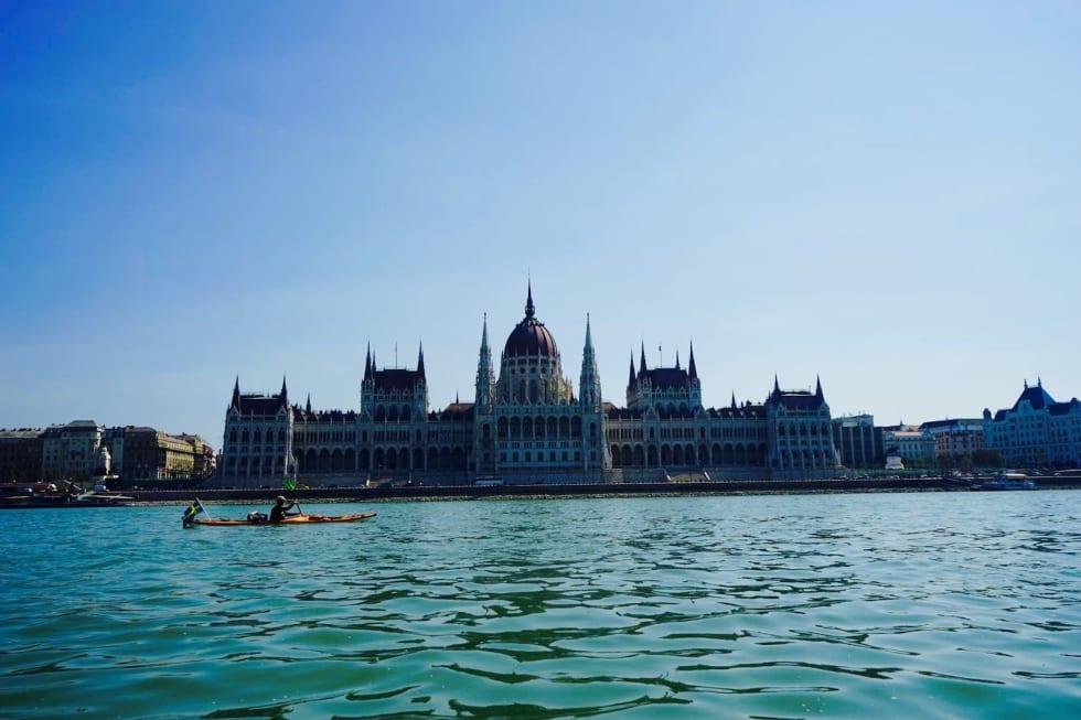 I 2015 padlet Marcus Aspsjö kajakk fra Sverige til Svartehavet. Her passerer han Budapest. Foto: Privat