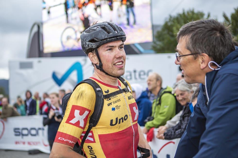 Og intervju med Erik Nordsæter Resell. Bekransning for Eskil Evensen-Lie. Foto: Pål Westgaard