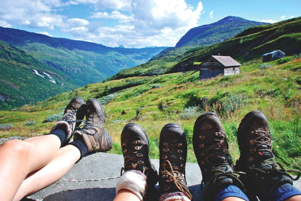 SVETTE SKO: Nasjonalromantikk, tunge sekker og utsikt til Mørkrisdalen, Norges vakreste. Foto: Ida Eri Sørbye