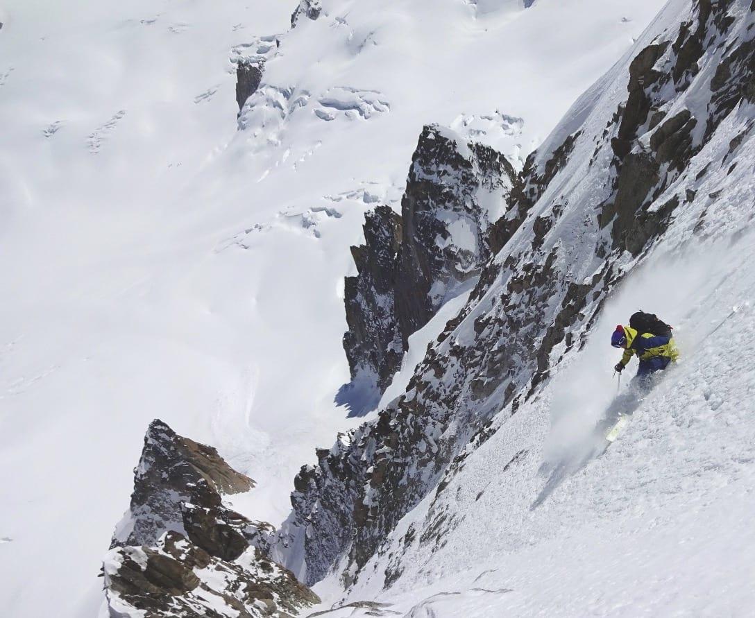 RENT BORD: Petersson har kjørt alle 11 etablerte linjer fra Mont BLanc du Tacul. Her er han på vårtur i Chere Couloir. Bilde: Mikko Heimonen