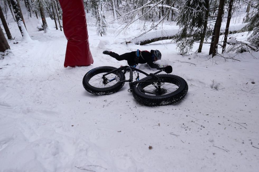 Akebakke: Det var mange som fikk vesentlige utfordringer med å holde hjula under seg. Foto: Stian Bergsveen