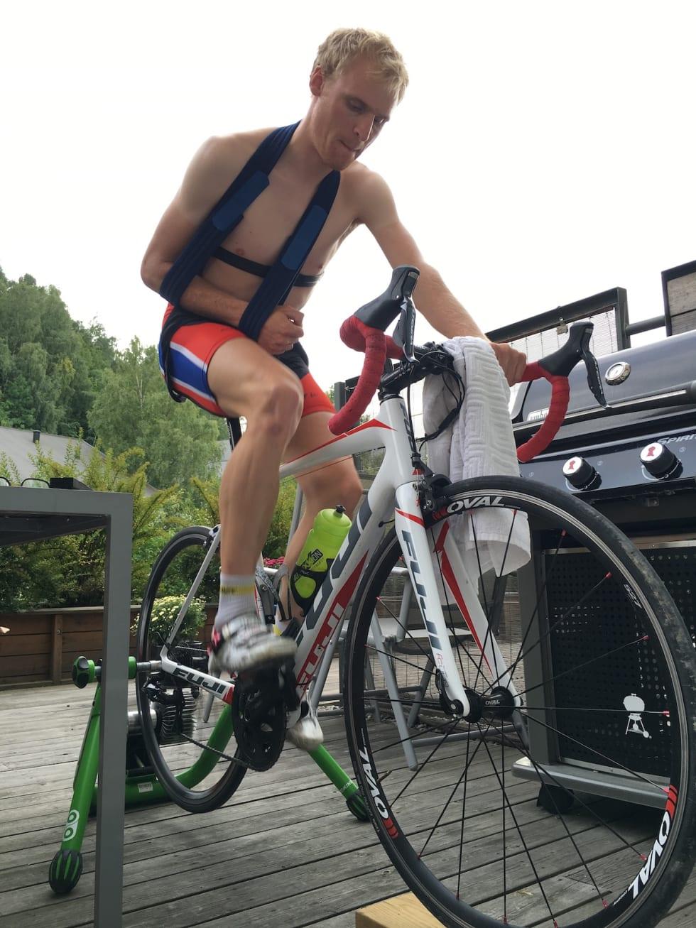 Da Lars Granberg brakk kragebeinet sommeren 2016, brukte han rulla under opptreningen.