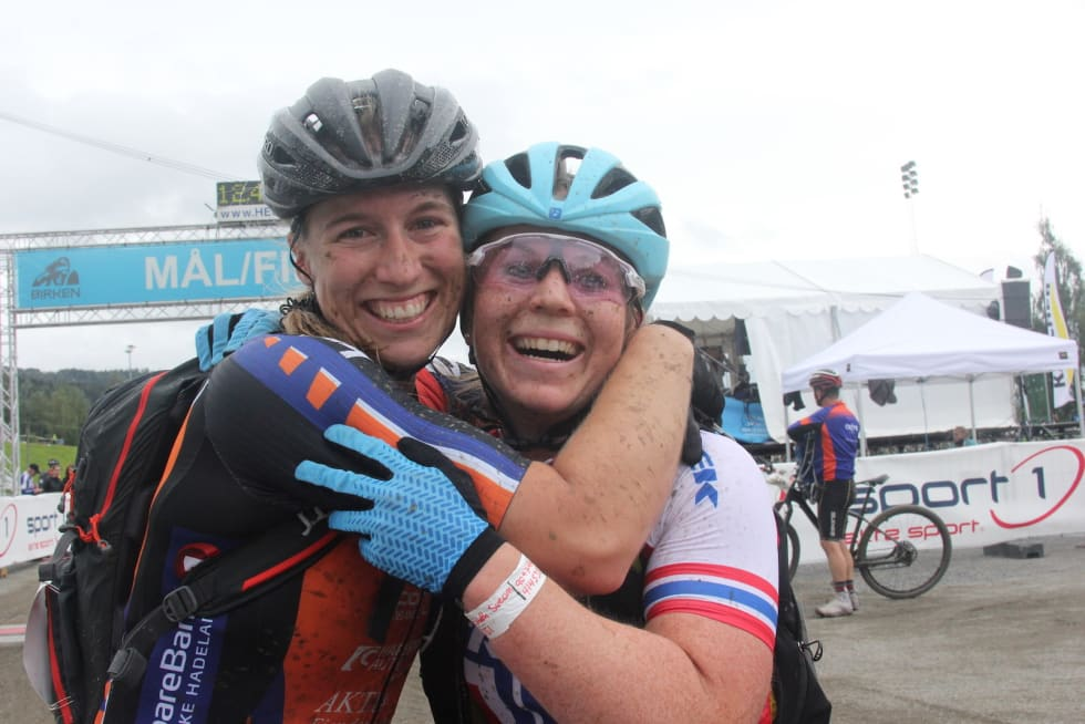 Stine Hasund Eid og Elisabeth Sveum delte tredjeplassen. Foto: Ingeborg Scheve