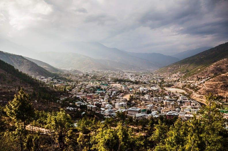 THIMPU: På siste del av trekkingen har vi en fantastisk utsikt over hovedstaden som ligger på rundt 2300 meter over havet.