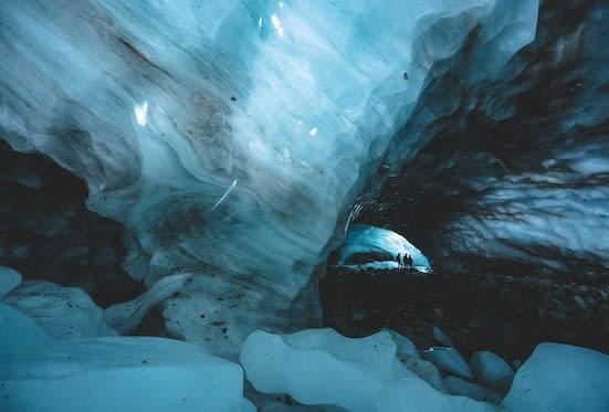 NYTT ROM: Det er ei framand verd inne i Ringsdalsgrotta. Foto: Vegard Aasen