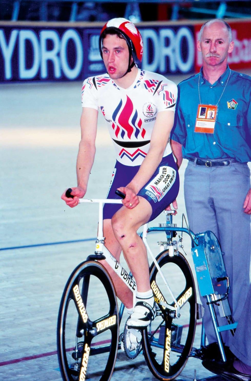 Timesrekord: Graeme Obree satte timesrekord i Vikingskipet, på hjemmelaget sykkel. Stilpolitiet hadde ikke kommisærer på plass i 1993. Foto: Cor Vos.