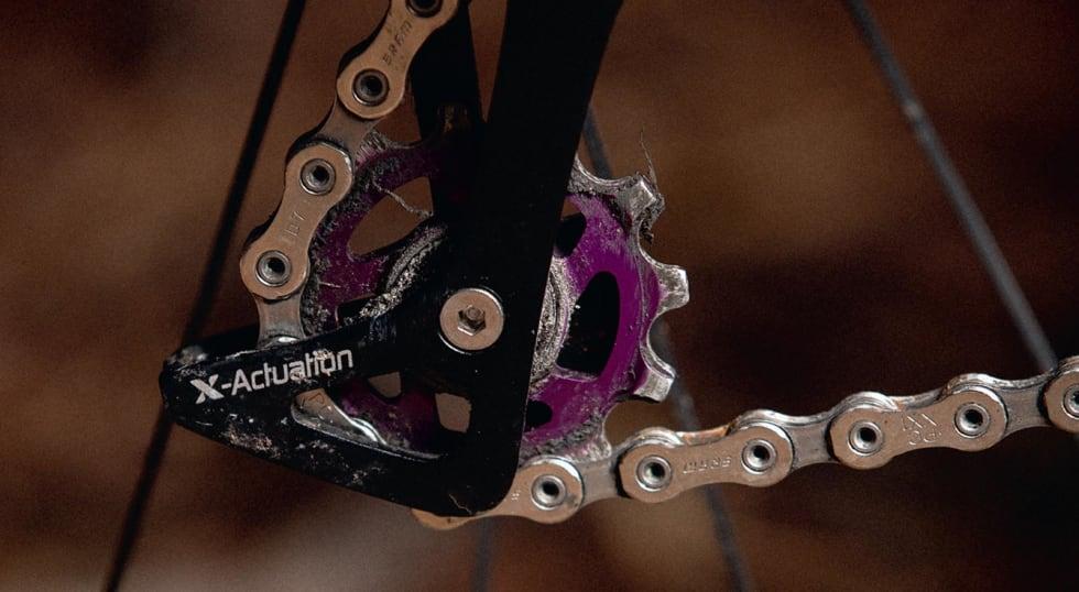 ALT I DETALJENE: Flere små detaljer på sykkelen er i lilla, som Kristian sier «fordi 90-tallet»