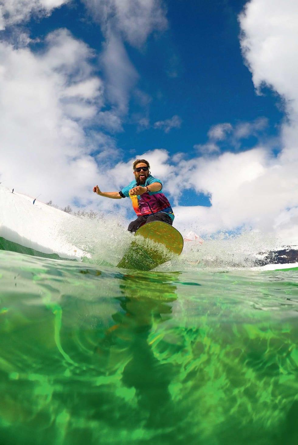 BADELAND: Fjorårets nyhet Bula Skim-Pond er kommet for å bli. Halvor Dale Vindal trakterer den som om han er vokst opp på Hawaii.