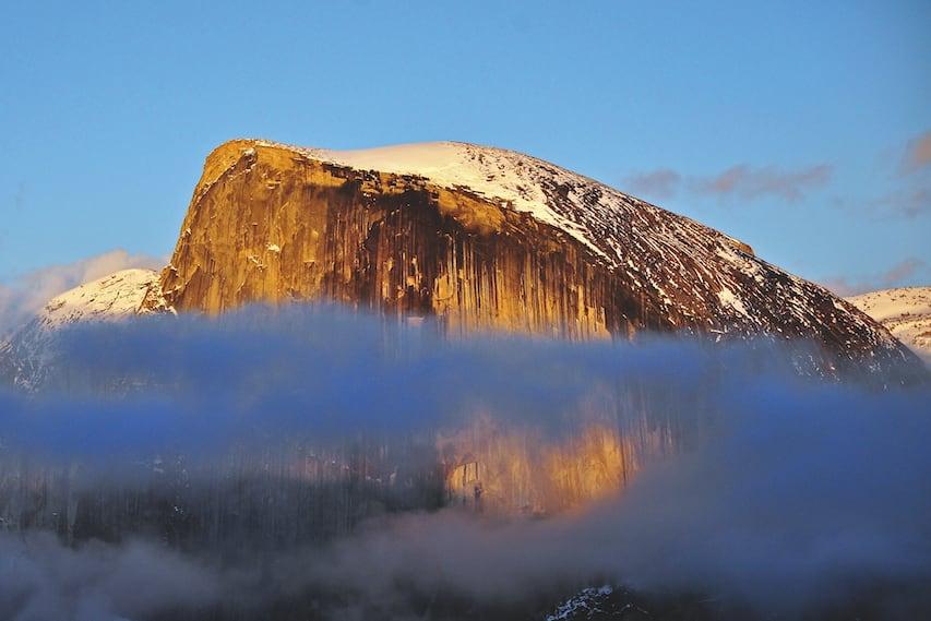 VERTIKAL HVERDAG: Half Dome ble lenge sett på som ubestigelig. Fjellet ligger på østsiden av Yosemite-dalen, og rager mer enn 1444 meter over dalbunnen.