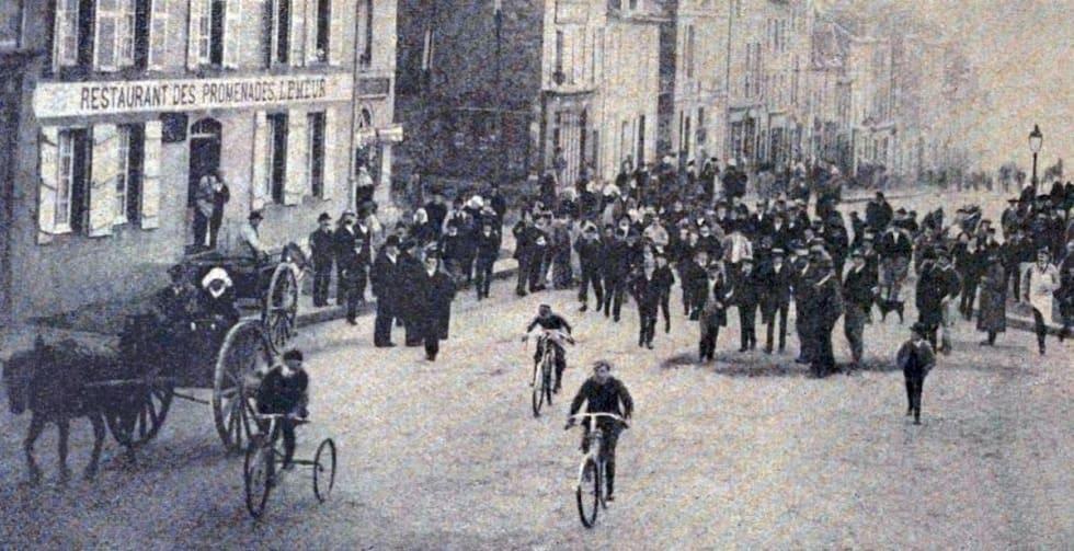 PREMIEREN: Fra første utgave av Paris-Brest-Paris i 1891. Foto: Wikimedia