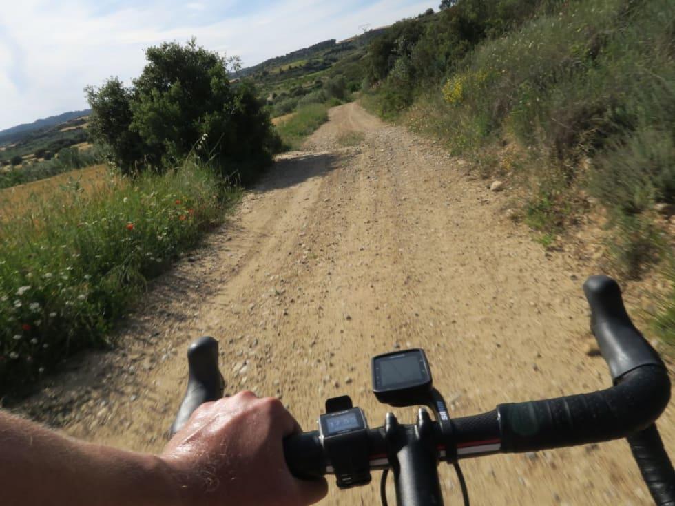 GRUSING: Stravas ruteplanlegger kan finne på mye rart. Heldigvis takler dagens racersykler grov grus også.