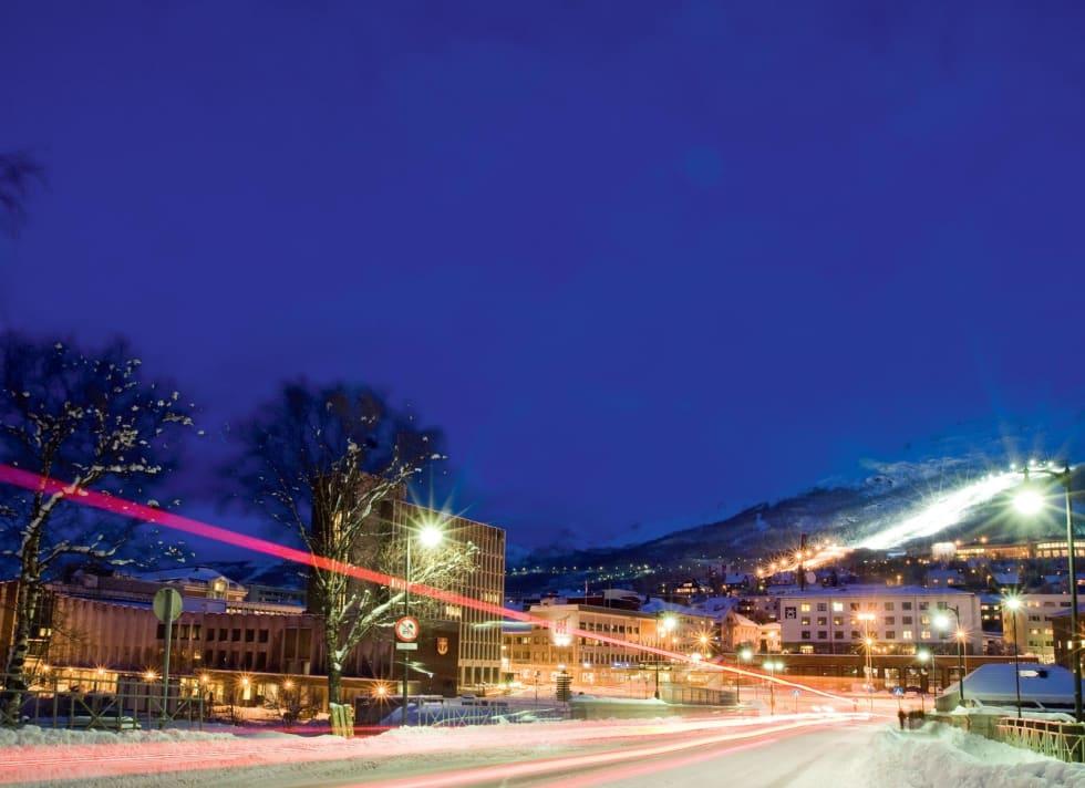 Narvik sentrum, med skianlegget og Fagernesfjellet tett på byen. Foto: Fredrik Schenholm