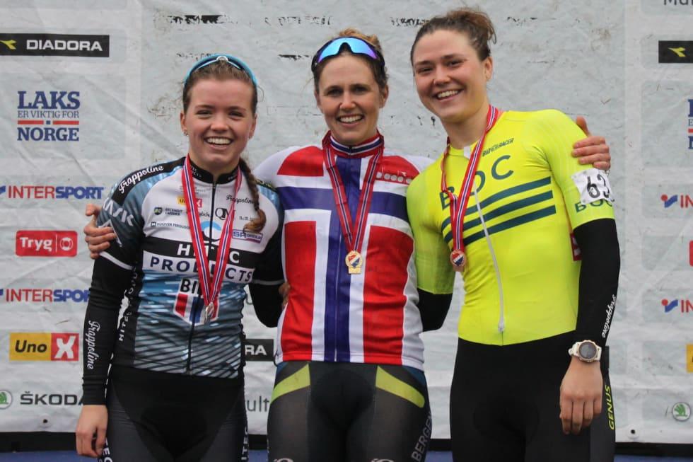 Ingrid Moe tok NM-gullet foran Susanne Andersen på andreplass, mens Line Marie Gulliksen tok bronsemedaljen. Foto: Cato Karbøl