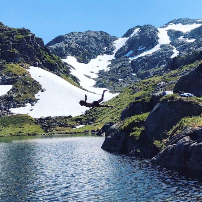 OBLIGATORISK MEN FRIVILLIG: Bading er en temmelig selvsagt del av sommerskikjøring på Folgefonna. Foto: Emil Granom
