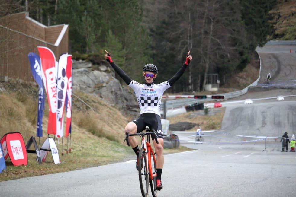 Vegard Stokke vant juniorklassen under kross-NM i Bergen. Foto: Cato Karbøl