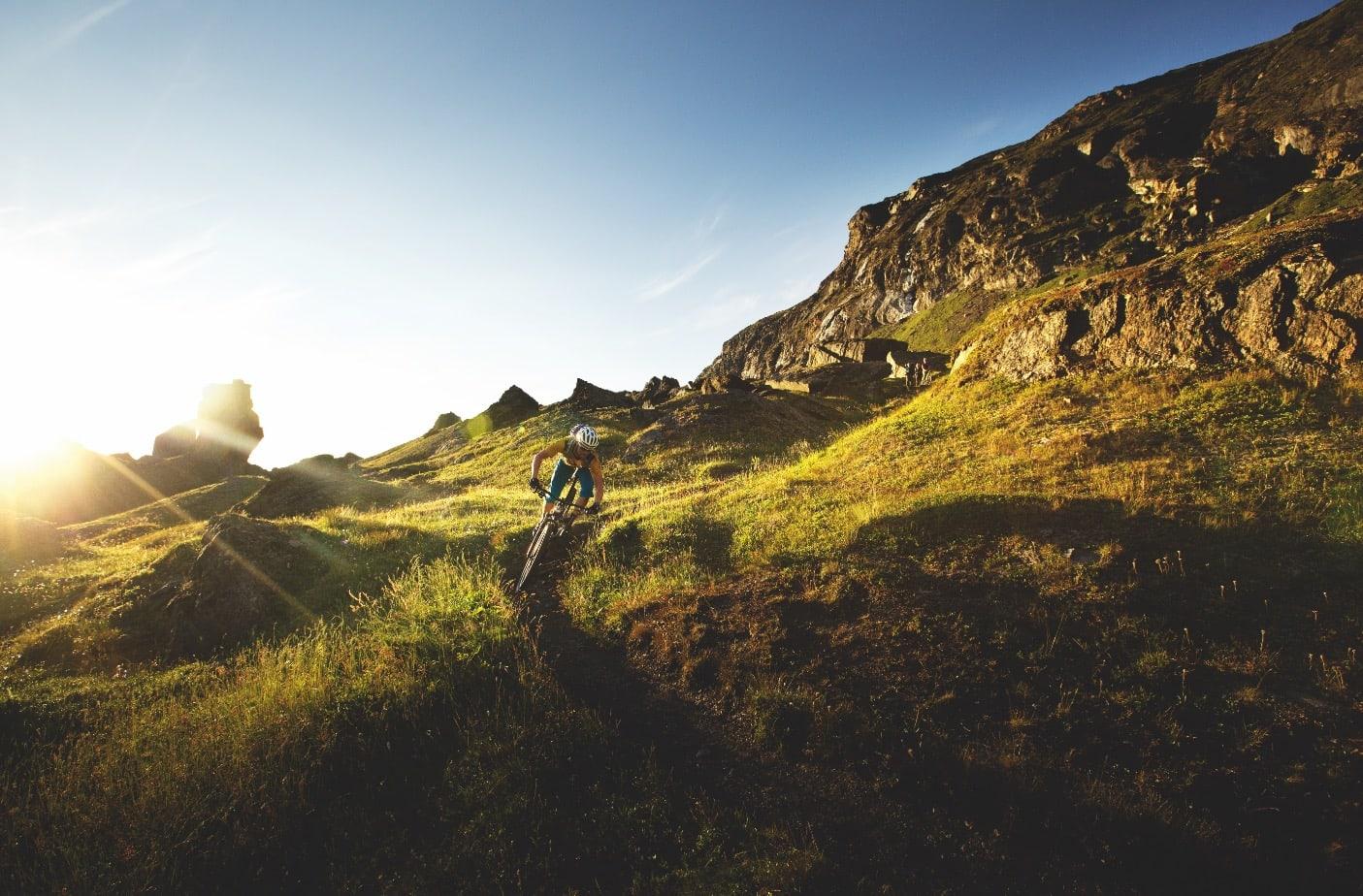 TROLLSK: Stien inn til Trollsjöen må bare oppleves. Per-Eivind skaper minner i hver sving innover dalen mot den lille innsjøen.