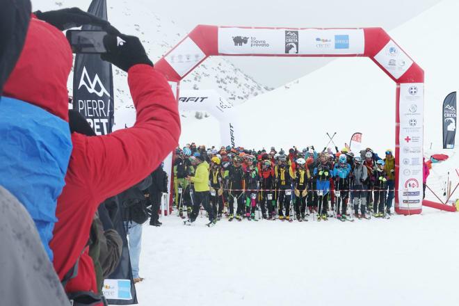KLARE FOR KALAS: 200 deltagere i ferd med å starte den trivelige randonéekonkurransen som først og fremst er en fest. Foto: Tore Meirik